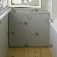 <p> Шкафчик для хранения вещей на балконе.</p>
