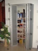 <p> Встроенный шкаф двери книжка ,рамочные фасады из алюминиевого профиля.</p>