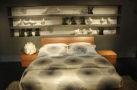 <p> Кровать с прикроватными тумбами.</p> <p> Габаритные размеры 2 метра на 1 метр 70 см</p> <p> Цвет орех.</p>