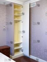 <p> Встроенный шкаф колонка в спальне.</p>