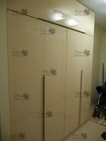 <p> Шкаф с глянцевыми фасадами.</p>