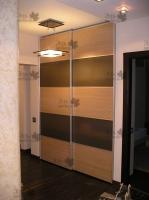 <p> Встроенный шкаф купе с компланарной системой раздражения.(комбинированные двери купе с матовым стеклом)</p>
