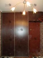 <p> Встроенный шкаф купе в детскую с антресолью над дверью (Стальная система раздвижения Шкафы-купе Командор(Komandor)</p>