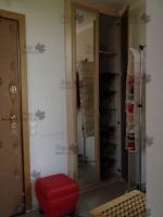 <p> Треугольный шкаф в треугольной нише.Выполнен из ЛДСП Egger H1348(дуб кремона шампань),двери-распашные из МДФ профиля(АГТ)с наполнением зеркало-серебро.Наполнение шкафа:антресольная полка,сотовые полки для обуви.</p>